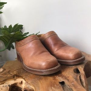 Vintage Frye leather backless mules. Size 8.5.
